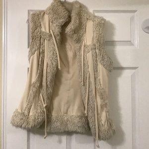 TWISTED HEART faux fur vest!